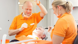 1 -Bildquelle_Zahnimplantat-Klinik Duesseldorf_Behandlung