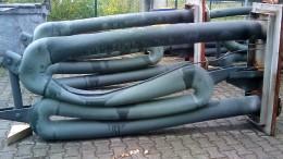 Schaden an einem metallischen Strahlheizrohr durch hohe thermische Belastung.
