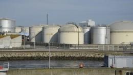 Hafen , tank, tanks, Lorient, Bretagne, Frankreich,, küste, meer, meeresküste, industriehafen, industrie, öl, öltank, gastank, öltank,  gas, gastanks,