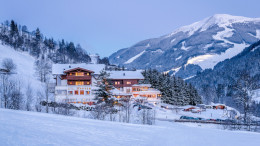 Das Foto ist ausschließlich für PR- und Marketingmaßnahmen des Hotel MARTEN - Saalbach-Hinterglemm - Österreich zu verwenden. Jegliche Nutzung Dritter muss mit dem Bildautor Günter Standl (www.guenterstandl.de) - (Tel.: 00491714327116) gesondert vereinbart werden.