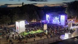 NDR2 Soundcheck Festival in Göttingen 2017 - die City Stage bei Nacht am Abend, nach dem Sonnenuntergang