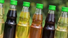 Viele Sorten Öl in kleinen Flaschen