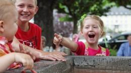 Kinder am Bockbrunnen in Cochem