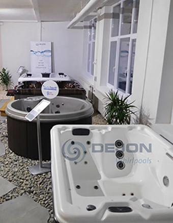 SM_Ausstellung Eingang DEJON Whirlpools_mit WZ