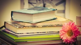 books-3786559_1280