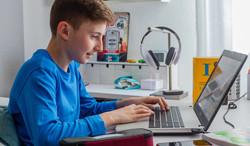 """Bebilderung zum Thema """"Englisch lernen online"""" für Schüler.Im Selbst-Lern-Portal des Studienkreises finden Schüler u.a. für das Fach Englisch über 600 Lerntexte, Videos, 250.000 Übungen und LösungenFoto: Michael Printz / PHOTOZEPPELIN.COM für Studienkreis GmbH"""
