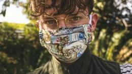 Bebilderung: Jugendlicher mit MaskeNachhilfeinstitut Studienkreis will Schülerinnen und Schülern eine Stimme im Corona-Alltag gebenUnter dem Hashtag #meincoronaalltag können sie Videos, Bilder oder Texte posten, um zu zeigen, was die Corona-Krise für sie und ihr tägliches Leben bedeutet.Foto: Studienkreis/gryffym