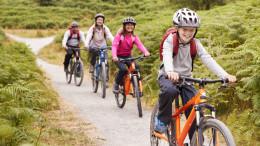 Eine Familie auf Fahrradtour